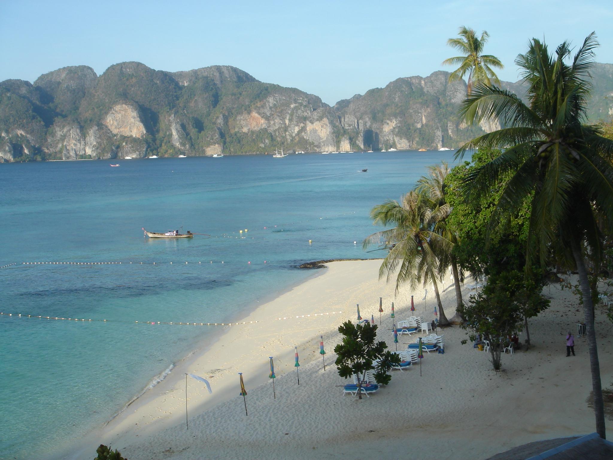 Ferry, barco e depois o paraíso de PhiPhi (Tailândia)