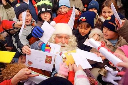 Envie uma cartinha para o Papai Noel, na Alemanha, e receba de volta um cartão de Natal!