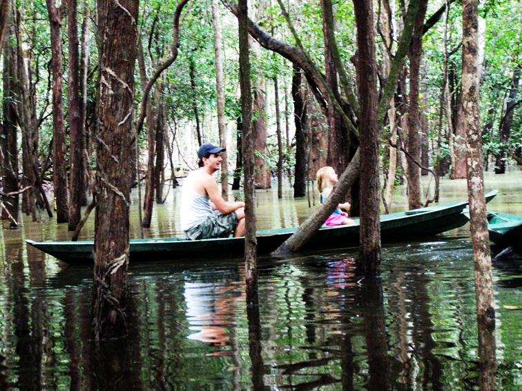 Conhecer a floresta Amazônica com as criancas foi uma das viagens mais incríveis que fiz na vida