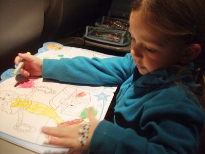 Como distrair as crianças durante o vôo