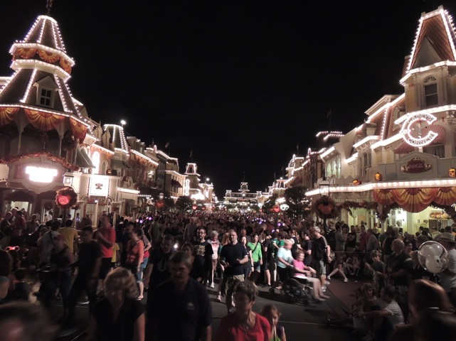 Street iluminada no Magic Kingdom