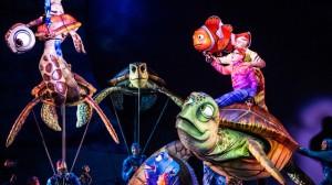 Disney com Crianças Finding Nemo The Musical Animal Kingdom Dinoland