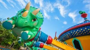 Disney com Crianças TriceraTop Spin Animal Kingdom Dinoland U.S.A.