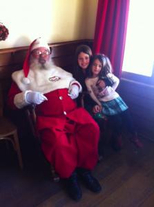 Gramado com Crianças Aldeia do Papai Noel Papai Noel