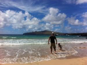 Ilha da Páscoa com crianças: praia Ovahe