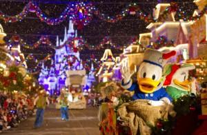 Mickey's Very Merry Christmas Parade Holiday Sleigh Disney com Crianças Natal na Disney