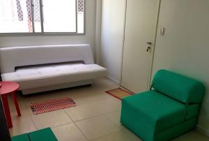 sala com sofá-cama e poltrona-cama