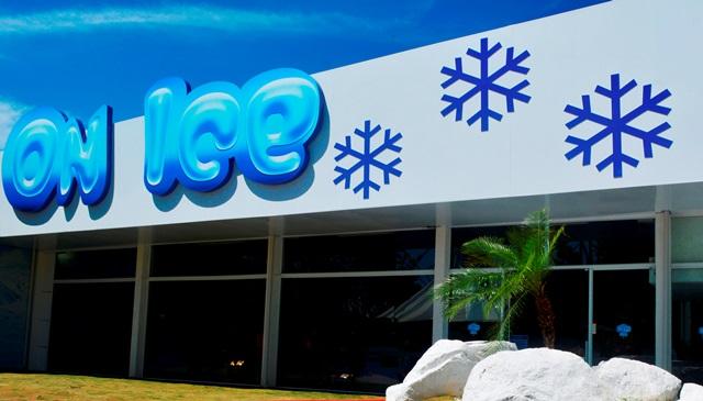 Nova pista de patinação no gelo no Beto Carrero World