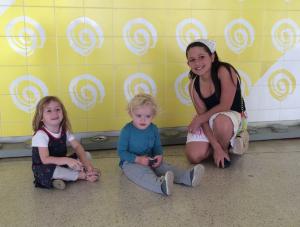 Marina (11), Chloé (3) e Luca (1) aproveitando o dia no MON
