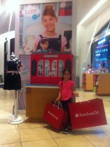 Olivia quase enlouqueceu na loja da American Girl