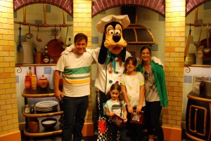 café_da_manha_personagens_Goofy'sKitchen_CaliforniaHotel