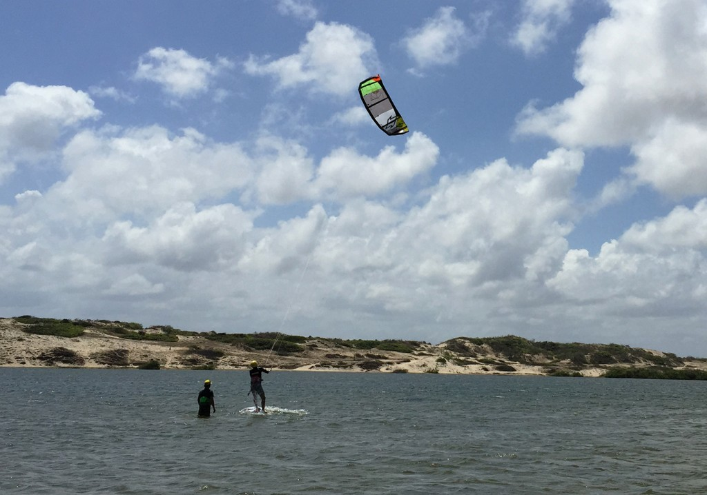 Lagoa kite Crianças Guajiru