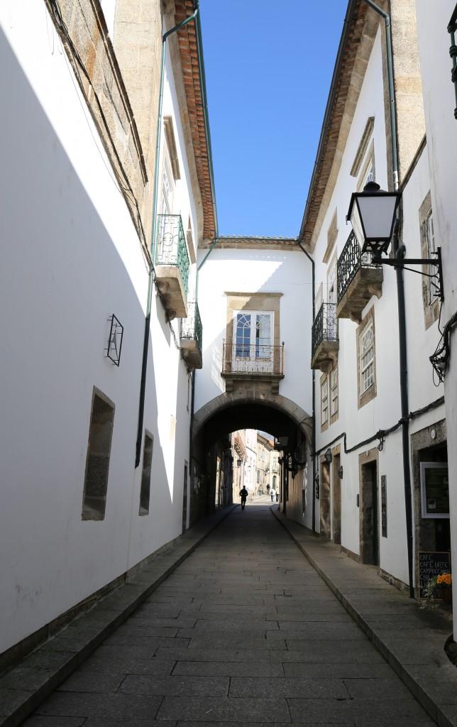 Rua de Santa Maria, caminho entre o hotel e o Paço dos Duques