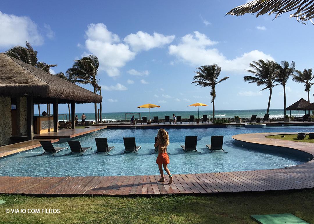 Piscina do hotel e a praia Guajiru