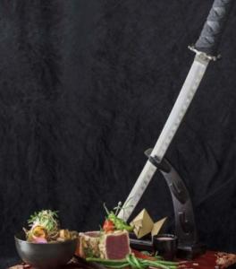 Atum com a espada de samurai.  Foto: divulgação