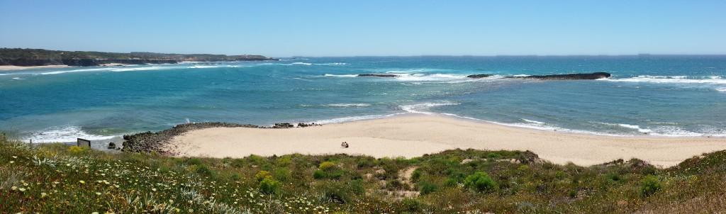 Praia das Furnas: rio e mar juntos