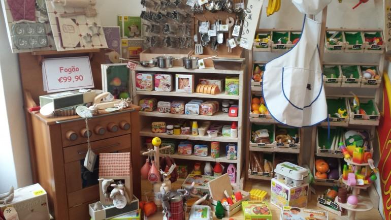 Lisboa: lojas infantis no bairro de Campo do Ourique