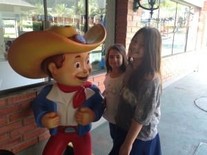 Marina e Olivia com o Betinho Carrero