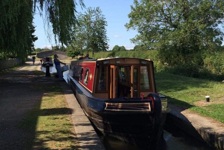Passeio de casa barco por canais do País de Gales