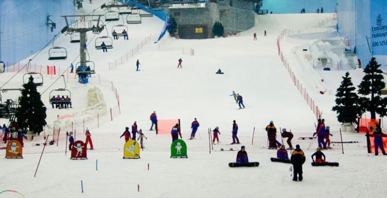 Maior pista de esqui indoor do mundo em Dubai