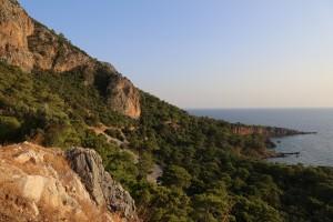Vista da estrada costeira entre Antalya e Kas