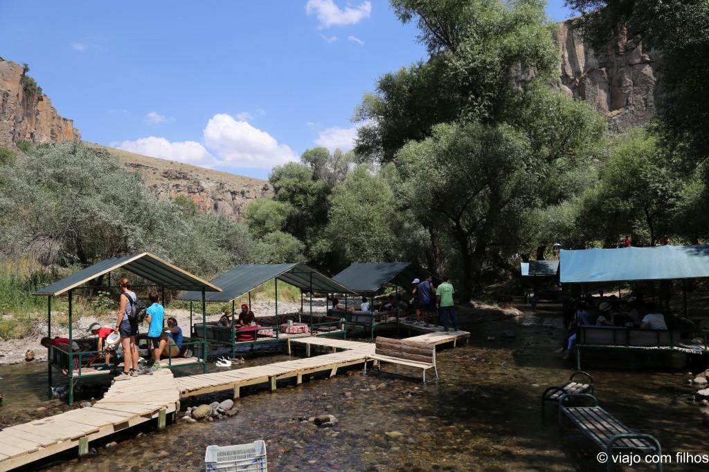 Restaurantes à beira do rio