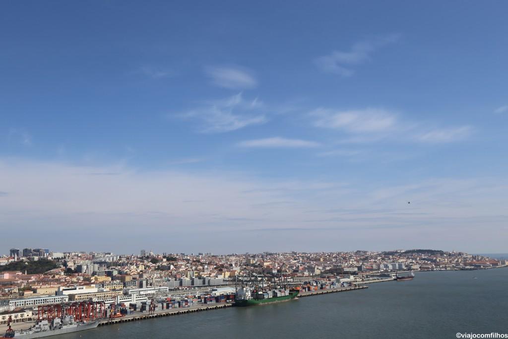 Vista de Lisboa da Ponte 25 de Abril