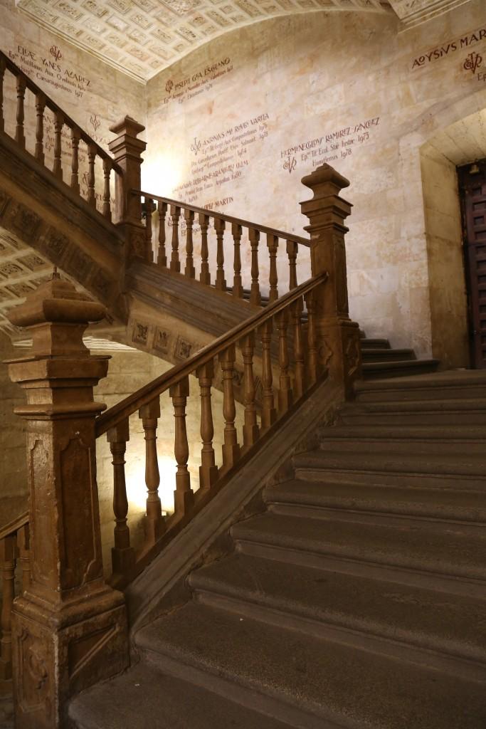 Interior Universidade Pontifícia de Salamanca e Igreja da Clerencía