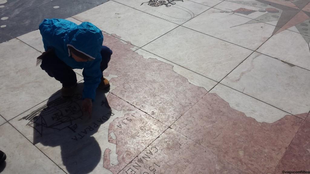 """Pequenos mostrando quais as rotas, ou os países, que descobriram os seus """"Descobridores"""""""