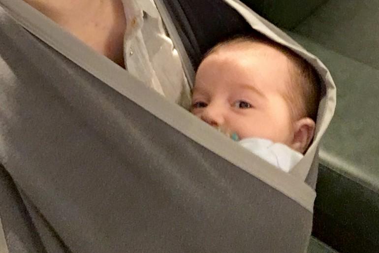 Viajar de avião com bebê de dois meses