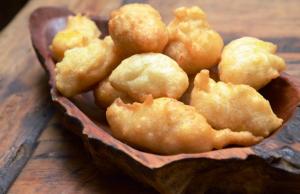 Os famosos bolinhos de arroz com banana do Bêrga Mota