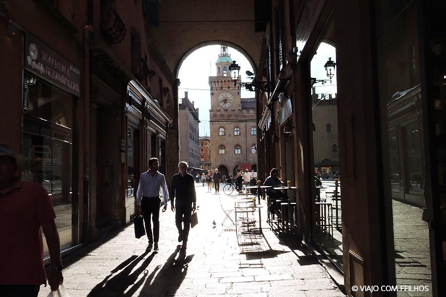Nossa rua, pertinho da Piazza Maggiore