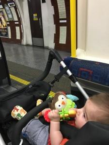Carrinho no metrô