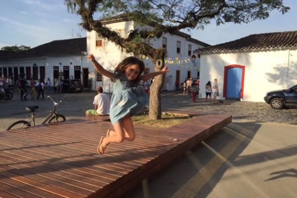 Olivia_pulando