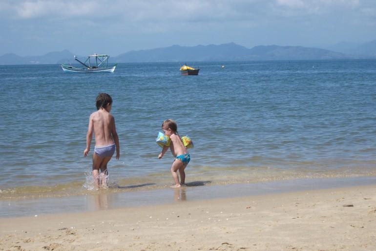 Praias com mar calminho no Brasil
