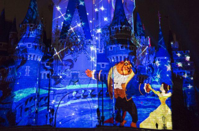 Novo show de projeção no castelo da Cinderela