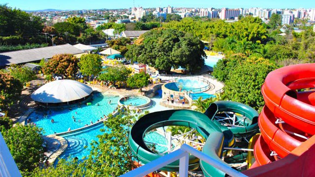 Hotéis com parques aquáticos e tobogans