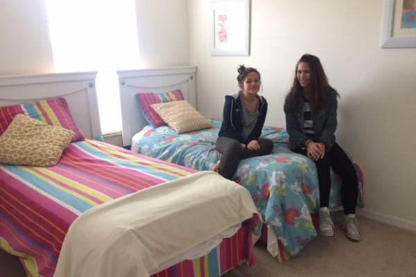 Quarto com 2 camas onde as crianças dormiram