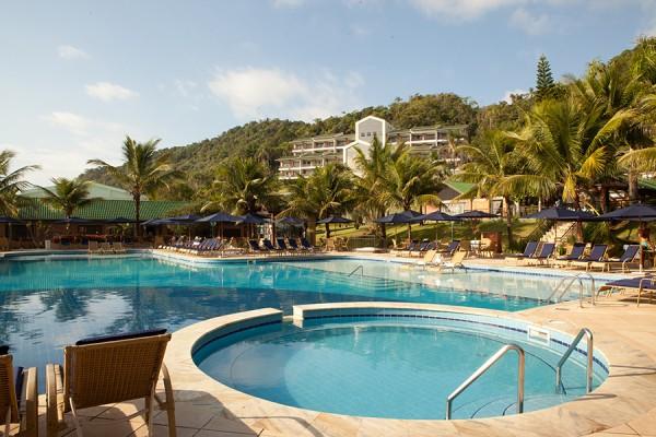 Piscina hotel Infinity Blue