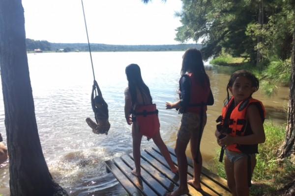 Se jogar no lago com cipó foi o programa preferido!