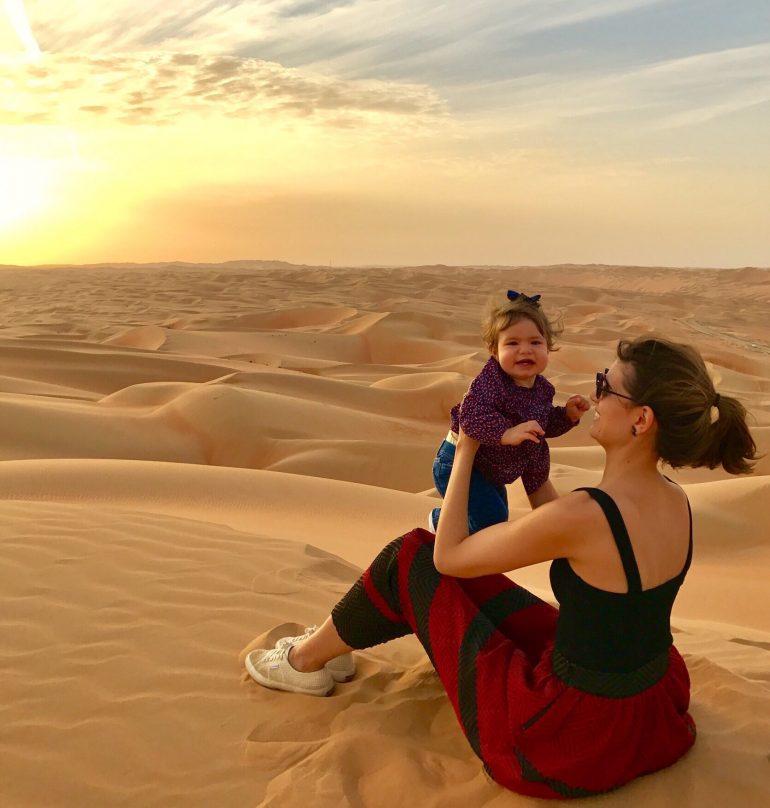 Deserto de Liwa com crianças
