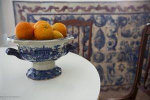Laranjas na mesa da cozinha