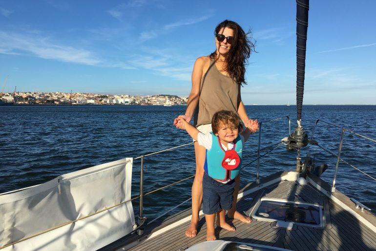 Lisboa com criancas: passeio de barco pelo Tejo