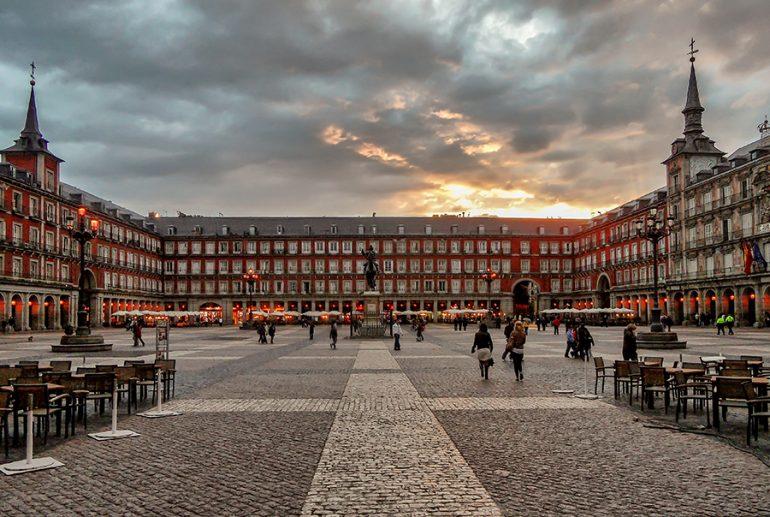 DESFRUTE MADRID COM SEUS FILHOS