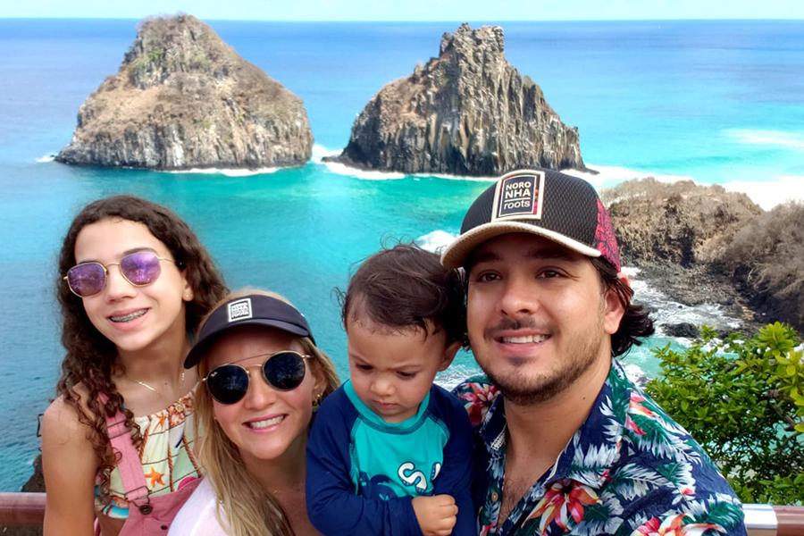 Fernando de Noronha com crianças