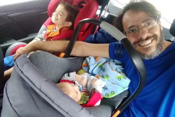 Viagem de carro com bebe