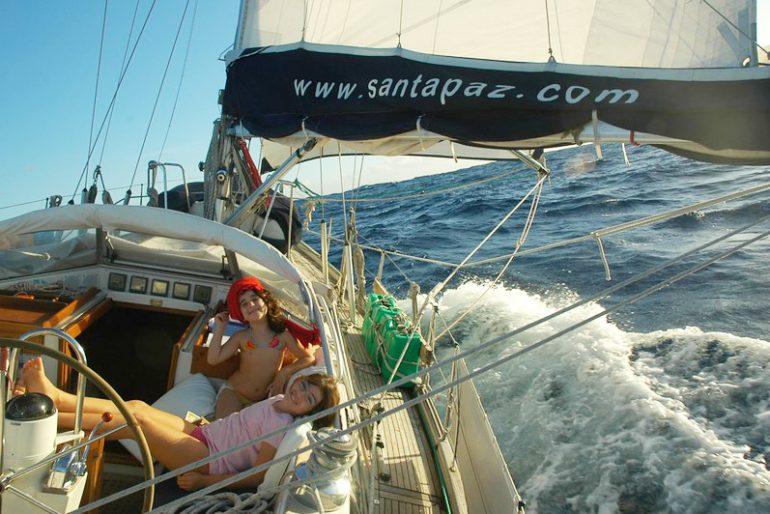 Viagem de veleiro em família: aprendizados, dicas e experiências